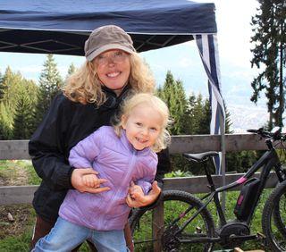 Die kleine Amelie (2) mit Tante Carolina aus Innsbruck
