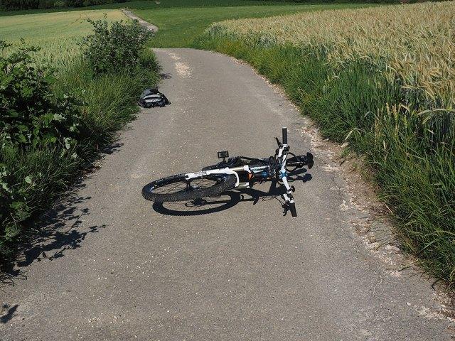 Geschwindigkeit und Gewicht von E-Bikes werden häufig unterschätzt - daher steigt auch das Unfallrisiko