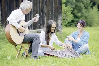 Bild Tiroler Trio einklang: v.li. Walter Hölbling, Maria Ma, Uschi Hölbling