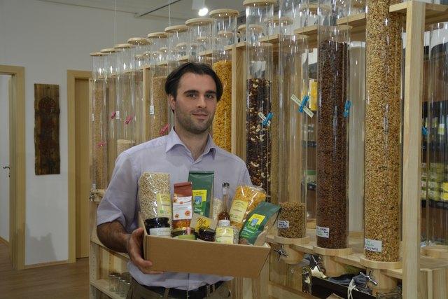 "Martin Krakhofer betreibt den Regionalladen ""Nah Guat""."