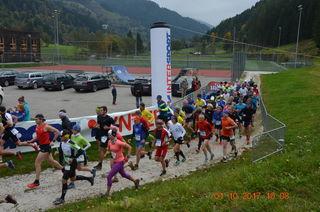 Start des Laufes bei der Sportarena von Bad Kleinkirchheim.