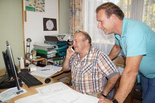 Die Augen von Karl Christandl und Andreas Herz waren auf den Computer gerichtet.