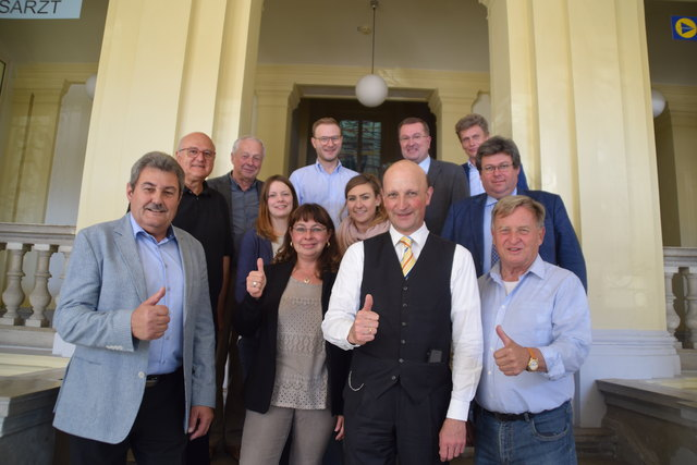 In der Bezirkswahlbehörde wurde fleißig gearbeitet – im Bild BH Andreas Riemer und Stv. Josef Wanek.