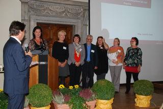 Das Team Spirit: Moderator Andreas Linhart mit Beatrix Amenitsch, Elisabeth Linhart, Elke Leitner, Armin Jelinek, Katja Mohrenschildt, Tina Kreuzer und Christine Strobl