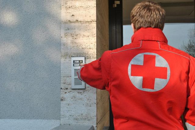 Rotkreuz-Mitarbeiter klingeln ab Donnerstag an die Türen im Bezirk Korneuburg.