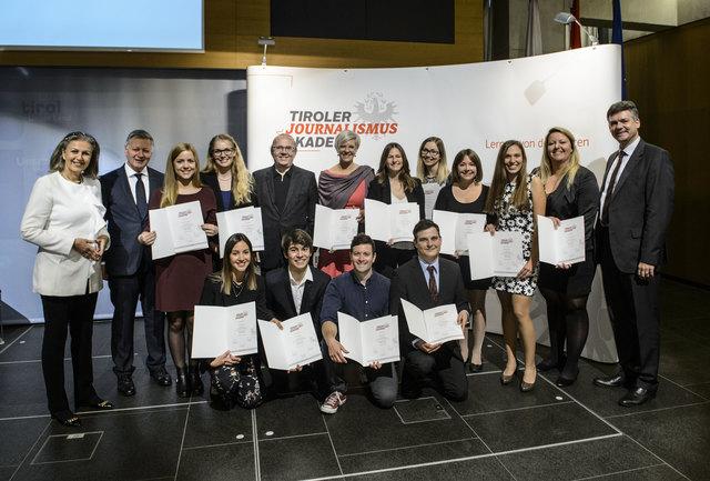 Verleihung der Dekrete an die Teilnehmer Absolventen der Tiroler Journalismusakademie TJA im Saal Landhaus / Ausbildung Journalismus Medien Tirol TT Tiroler Tageszeitung Moser Holding MOHO / Foto: Thomas Boehm 2017 10 18   ( böhm )