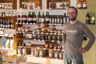 Dietmar Püringer in seiner neuen Weinviertlerie am Schwendermarkt.