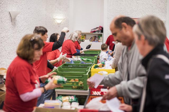 Armut hat viele Gesichter: Bei Le+O in der Pfarre Erlöserkirche wird von zahlreichen Freiwilligen unkompliziert geholfen.