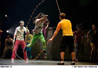 Cirque Eloize: Solche eine Aufführung haben Sie noch nie gesehen!