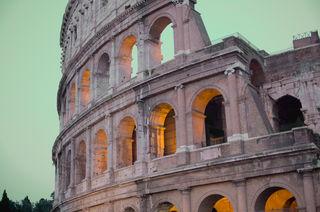 Zu den berühmtesten Sehenswürdigkeiten Roms zählt das 80 n. Chr. errichtete Kolosseum.