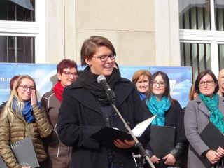 """Die evangelische Pfarrerin Marianne Pratl-Zebinger lud zum Festakt """"500 Jahre Reformation"""" auf den Leibnitzer Hauptplatz ein."""