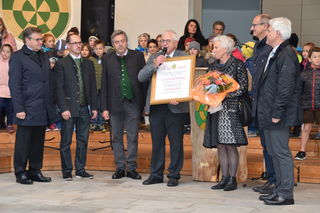 LH Günther Platter, Vizebgm. Peter Wille, Bgm. Rupert Schuchter, Landtagsvizepräs. Toni Mattle & BH-Stv. Siggi Geiger gratulierten dem neuen Ehrenbürger.