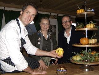 Jürgen Kleinhappl, Martina Feyrsinger und Alois Sieberer bei der Eröffnung des Gasthauses Steuerberg.
