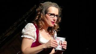 """Im Kulturzentrum Leibnitz hob Betty O ihr neues Album """"Supi Puppi"""" aus der Taufe und gab die Songs der brandneuen Lieder zum Besten."""
