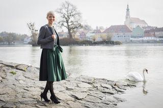 """Daniela Maier (30) aus Esternberg über ihr Trachtenlabel """"Kaiserliche Liebelei"""": """"Ein schönes Dirndl ist ein Liebesgeständnis an die Frau""""."""