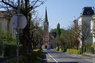 Diesen Blick auf die wunderschöne evangelische Kirche in Villach werde ich in den nächsten Tagen wieder geniessen. Ich wünsche Euch noch ein schönes Wochenende und einen schönen Wochenbeginn. Wir lesen uns am Donnerstag wieder. Liebe Grüsse, Helga