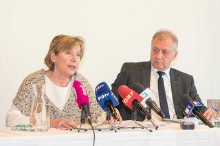 WKNÖ-Präsidentin Sonja Zwazl und WKNÖ-Direktor Franz Wiedersich bei der Präsentation der Leistungsbilanz: Mit ihrem vielfältigen Serviceangebot erreicht die WKNÖ jährlich 60 % der Mitgliedsbetriebe.