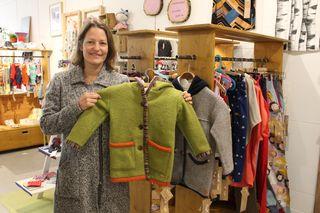 Melanie Gaggl aus St. Veit bietet in Kunst & Werk Upcycling-Mode für Babys, Kinder und Frauen an