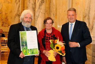 In feierlichem Rahmen verlieh Bundesminister Andrä Rupprechter den Titel Ökonomierat an verdiente Funktionäre, wie Karl Ketter aus St. Florian am Inn (links).