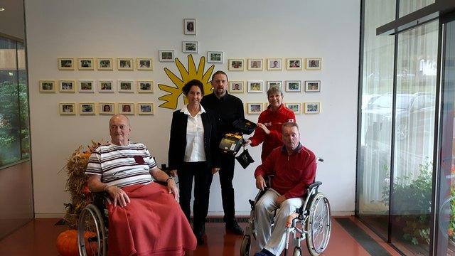 von li: Florian Pichler (Heimbewohner), Erika Stonig DGKS, Johann Schader DGKP (Heimleitung), Astrid Lenzer (Rotes Kreuz Greifenburg), Ernst Maurer (Bewohner)