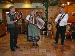Am 17. November, findet wieder das beliebte Musikantentreffen im Wirtshaus am Locherboden statt.