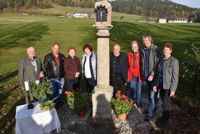 Das älteste und kulturhistorisch wertvolle Kleindenkmal der Pfarre, die Kreuzsäule der Familie Moser, Wetzelsberg 10, wurde jetzt auf Initiative des Heimatvereins, Obfrau Christine Hochstöger, restauriert,