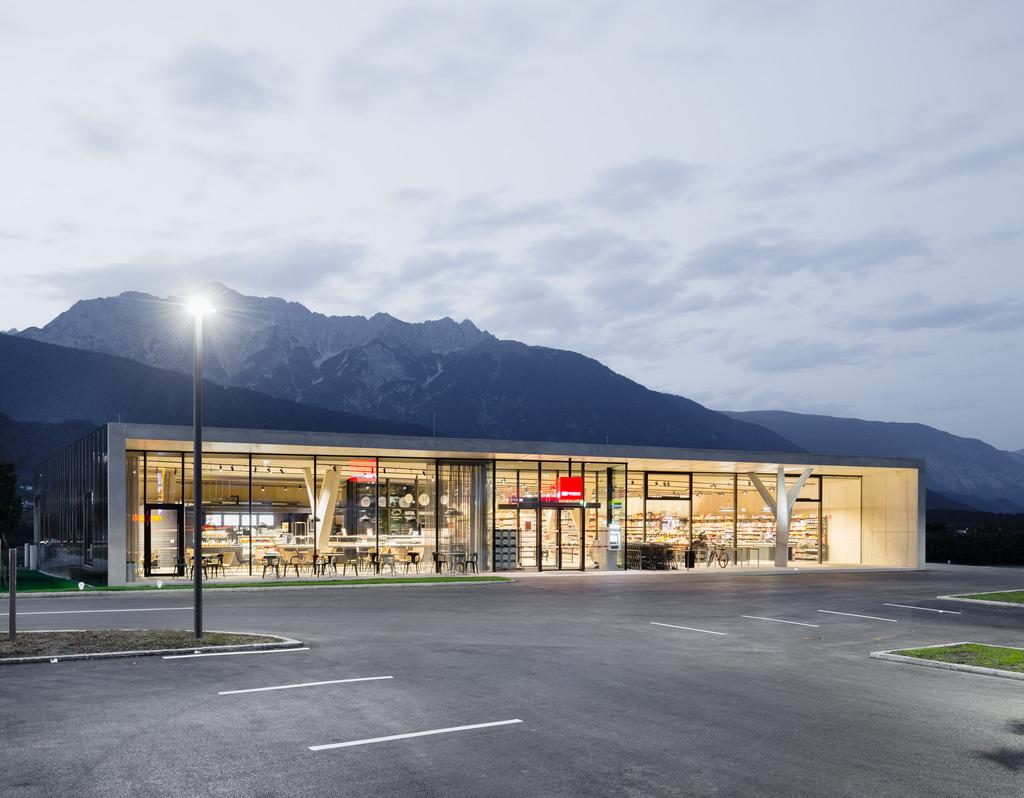 MPREIS im Zeichen der Familie. Die Filialen des Tiroler Familienunternehmens bleiben am 24.12 geschlossen.
