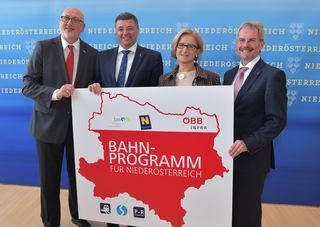 Landeshauptfrau Johanna Mikl-Leitner, Bundesminister Jörg Leichtfried, Landesrat Karl Wilfing und dem ÖBB-Vorstandsvorsitzenden Andreas Matthä.
