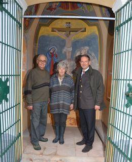 Christian Benger besuchte die sanierte Kapelle der Familie Knafl in Mairist