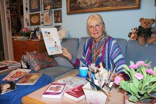 Die Malerin und Schriftstellerin Susanne Praunegger mit einer Illustration aus ROSA Kugelfrau Band 3 - witzig, pointiert und liebenswert