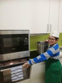 Giovani (9) besucht die Talenteschmiede Schwechat.