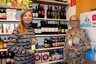 Sie lieben den Geschmack und die Wirkung von Belorganic Birkenwasser: Natalia Schindler und Anna Marie Weiboltshamer (re.)
