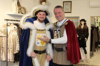 Präsident Martin Kircher mit dem neuen Herzog Philipp I. Subosits
