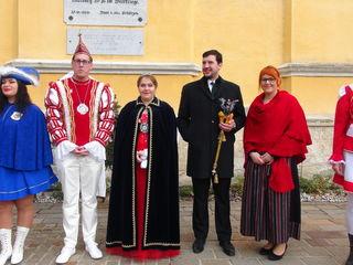 Wachablöse: Das neue Strasser Faschingsprinzenpaar: Martin I. und Simone I. mit den Vorgängern Philipp I. und Ramona I.