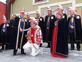 Präsident Schimmer adelt Martin I. als neuen Faschingsprinzen.
