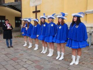 Die Mädchengarde mit Gardemajorin Laura Schuligoi steht unter der Leitung von Hofchoreografin und Gartetrainerin Birgit Gratz-Scheucher.