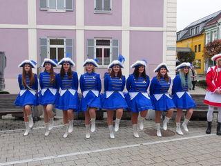 Die Mädchengarde tanzte für das neue Prinzenpaar.