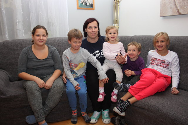 Nina Maier, ihre fünf Kinder, sowie ihr Lebenspartner  kamen nach dem Brand im Haus ihrer Tante in Traun unter.