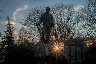 ... Kriegerdenkmal in Schwechat-Rannersdorf an der B11 gelegen...heute um 15.30 Uhr....