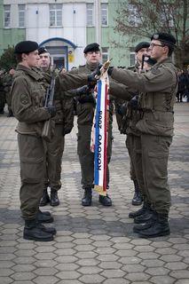 Die Soldaten marschieren am 1. Dezember 2017 um 13:30 Uhr zum Marktplatz in Schardenberg. Um 14 Uhr beginnt der Festakt mit dem Treuegelöbnis. Das Platzkonzert der Militärmusik Oberösterreich ist für 14:45 Uhr angesetzt.