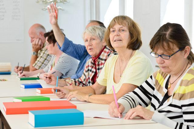 Lebenslanges Lernen hält den Geist frisch und hilft, Demenzerkrankungen vorzubeugen.