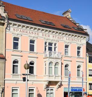 Die Steiermärkische Sparkasse am Leibnitzer Hauptplatz erstrahlt seit Kurzem im neuen Glanz.
