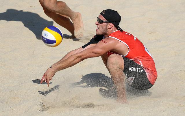 Nicht nur im Sommer kann gebaggert werden: Beach-Hallen machens für Moritz Pristauz und Co. möglich.