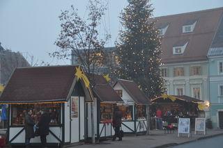 Kommt immer besser bei den Besuchern an: Der Feldkirchner Christkindlmarkt am Hauptplatz wird heuer noch größer