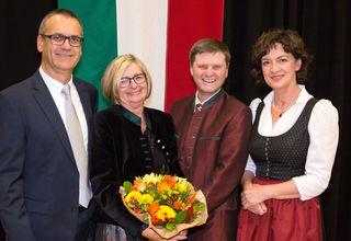 Ehrung in Rüstorf: Vizebürgermeister Georg Seethaler, die Ehrenringträger Brigitte Vogl und Josef Müller sowie Bürgermeisterin Pauline Sterrer (v.l.).