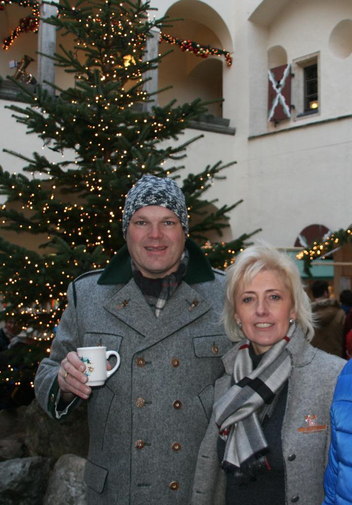 Amtsleiter Peter Binggl und Burgverwalterin Ingeborg Stolz.