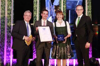 Lisa Losbichler und Johannes Brandl (Mitte) bei der Preisverleihung des Sterne Awards