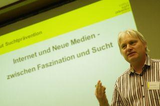 """Der Referent Peter Eberle ist Psychologe und Leiter des Projekts """"Prävention problematischen Medienkonsums"""" am Institut Suchtprävention in Linz."""