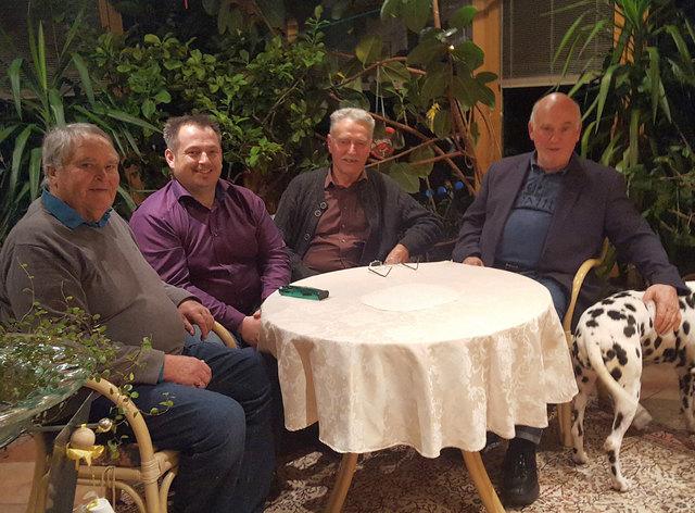 Bezirkschef Stefan Zaggl, SP-Urgestein Willi Lechleitner und Vorstandsmitglied Heinz Forcher gratulierten Jubilär Günter Bussjäger (li) recht herzlich.