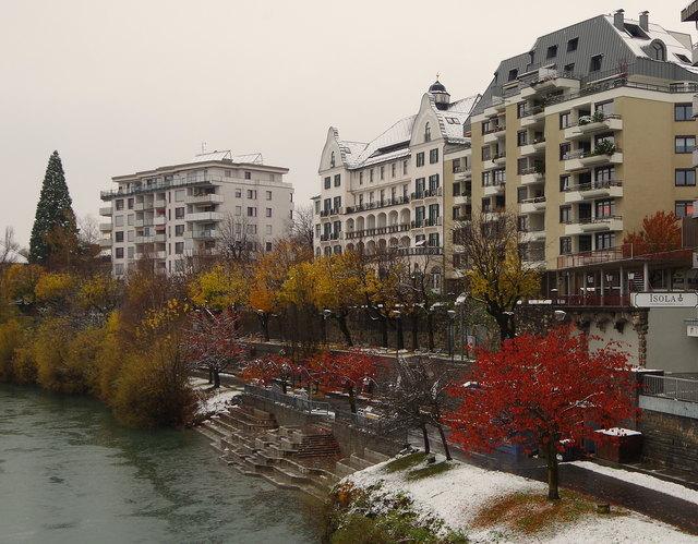 die schöne Draupromenade teils herbstlich, teils winterlich